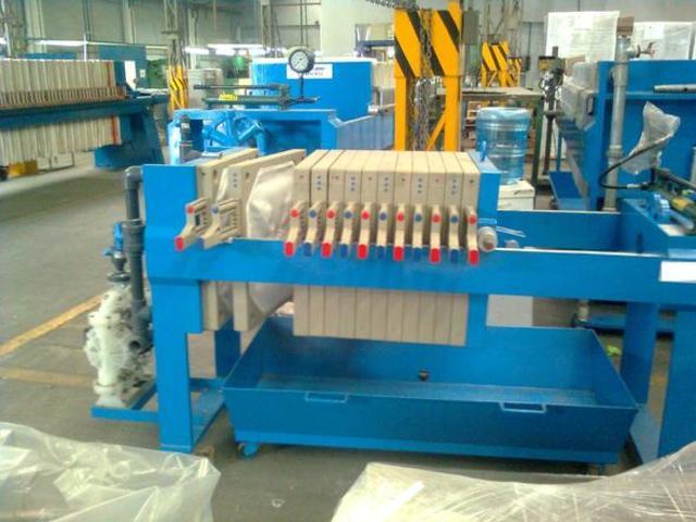 Filtro tipo prensa, empleado en casos donde la concentración de partículas presentes en el recurso no es tan alta.
